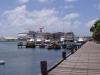 Hafen mit Wolkenkratzer-Kreuzfahrtschiff (da kommen die ganzen dicken Touris her)